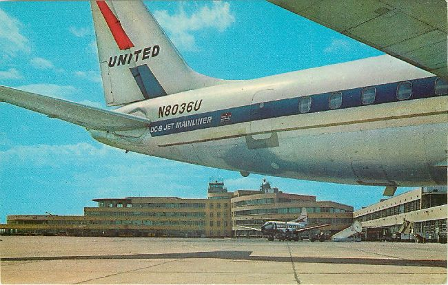 United Airlines Postcard-DC-8 Mainliner