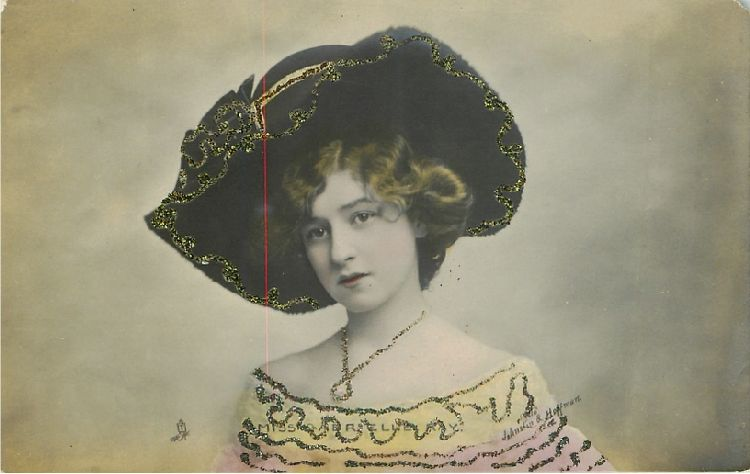 Miss Gabrielle Ray Wearing Large Hat - No. P 807 Postcard