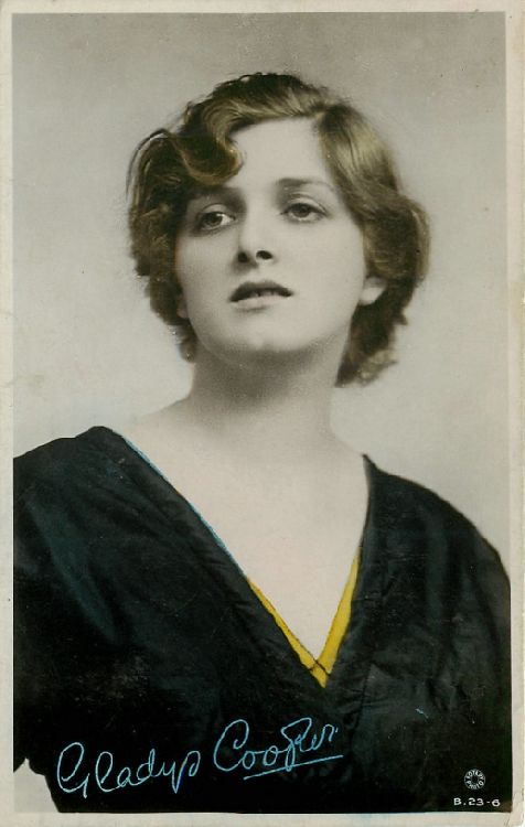 Gladys Cooper Photo Autograph - No. B.23-6 Postcard