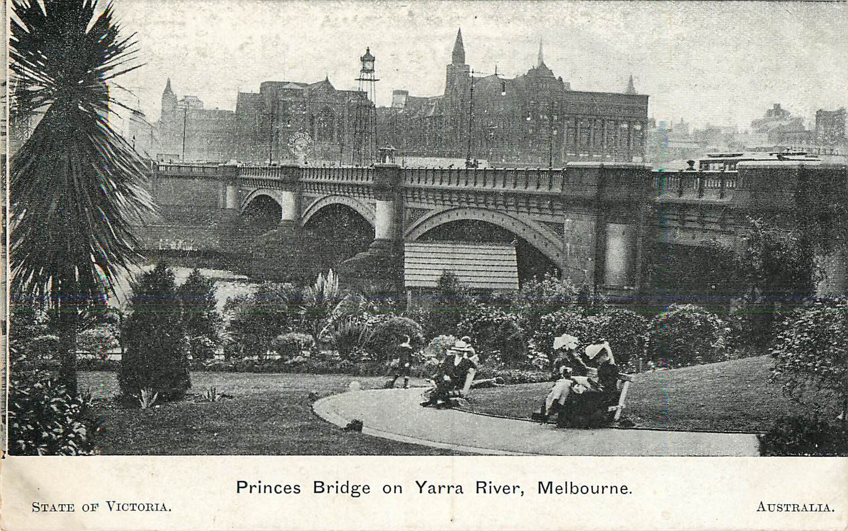 Princes Bridge on Yarra River, Melbourne, Australia