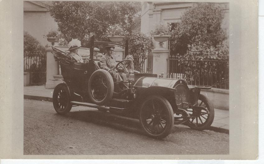 1905 Car W/Driver and Family
